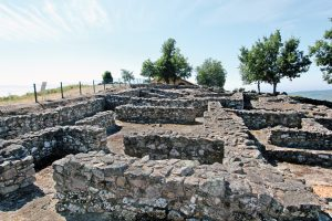 Foto-restos-casas-castro-Casa-Rural-El-Vergel-de-Chilla